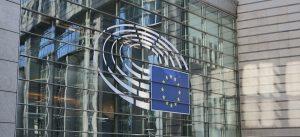 E' l'acronimo per European Pillar of Social Rights, vale a dire il Pilastro Europeo dei Diritti Sociali. E' un documento che stabilisce 20 principi fondamentali per un'Europa equa, inclusiva e fonte di opportunità. Lo schema dell'EPSR è diviso in tre macroaree nel campo dell'occupazione e delle politiche sociali: Pari opportunità Include lo sviluppo delle competenze, l'apprendimento lungo tutto l'arco della vita e il sostegno attivo all'occupazione. Condizioni di lavoro eque Sono necessarie per stabilire un equilibrio adeguato e duraturo tra diritti e doveri dei lavoratori e dei datori di lavoro. Protezione e inclusione sociale Include il diritto alla salute, alla sicurezza sociale e a servizi di alta qualità, compresi i servizi per l'infanzia, l'assistenza sanitaria e le cure a lungo termine. La recente Direttiva (UE) 2019/1152 sulle condizioni di lavoro, che dovrà essere recepita in tutta l'Europa entro il 1 agosto 2022, è basata sui principi dell'EPSR